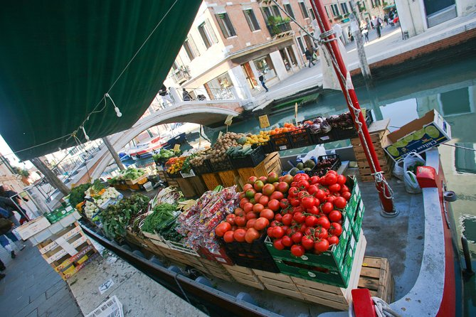 Small Group Market tour and Dining Experience at a Cesarina's home in Venice