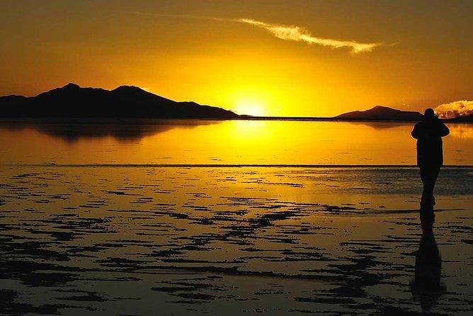 Uyuni Salt Flat 1-day + Sunset | English Speaking Guide | Group Service