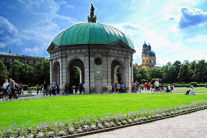 Private 3-hour city tour of Munich with driver/guide with Hotel pick up