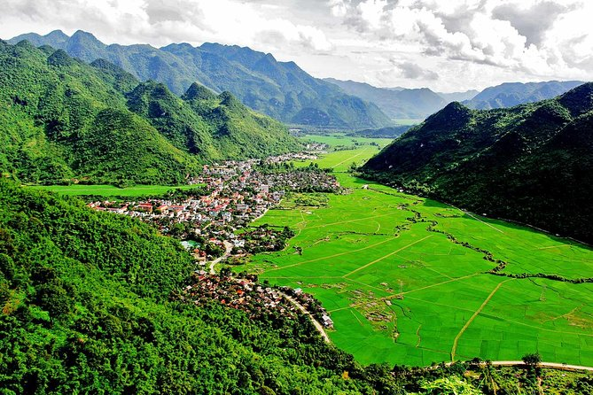 Mai chau private day trip to visit Thai enthnic with cycling