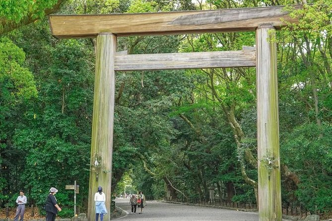 Private Tour - Visit Atsuta Jingu and Japan's largest castle, Nagoyajo!