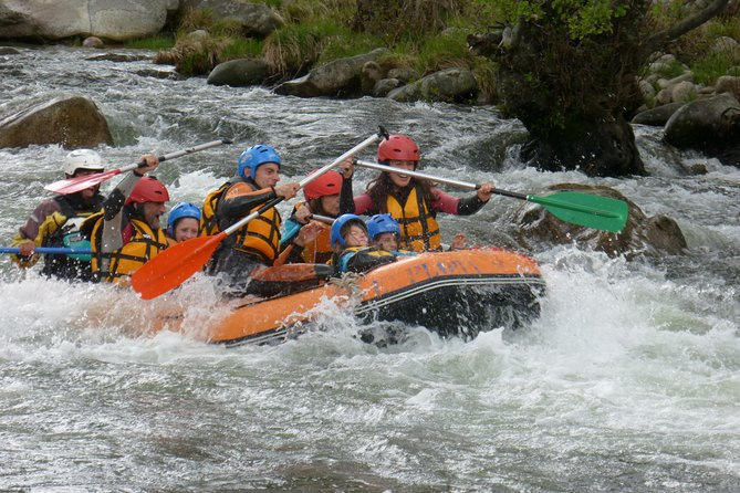 Rafting and kayaking in the Sierra de Gredos, whitewater activities.