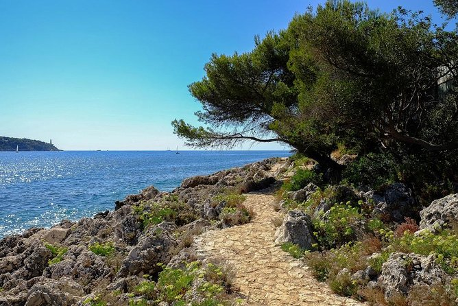 Picturesque walk from Nice to Villefranche sur Mer with pic-nic and swim