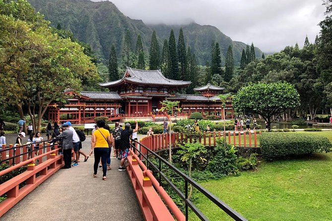 Oahu Circle Island Tour with Byodo-In Temple Admission