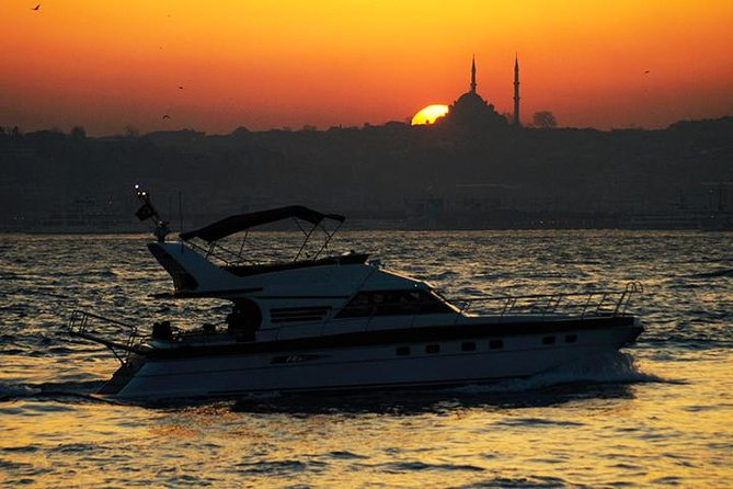 Bosporus Sunset Cruise på en privat yacht