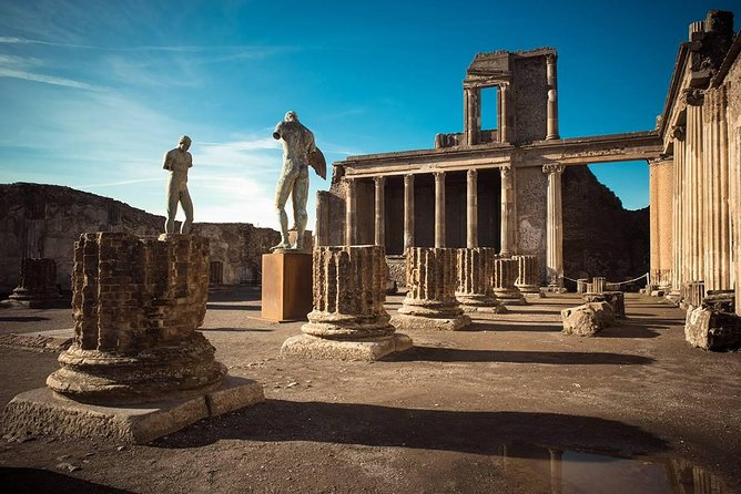 Visit at Pompeii, skip the line with a guide (2/3 hrs)