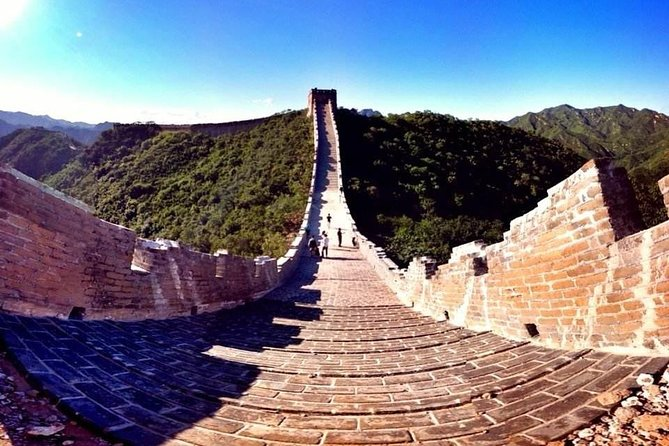 Private Day Tour to Great Wall at Commune and Badaling with Cable Car and Lunch