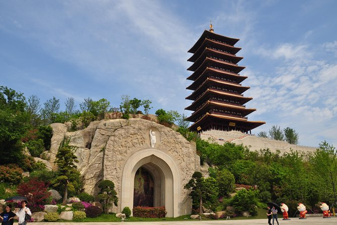 Private Day Tour of Niushou Mountain, Nanjing Museum, Lunch and Boat Ride