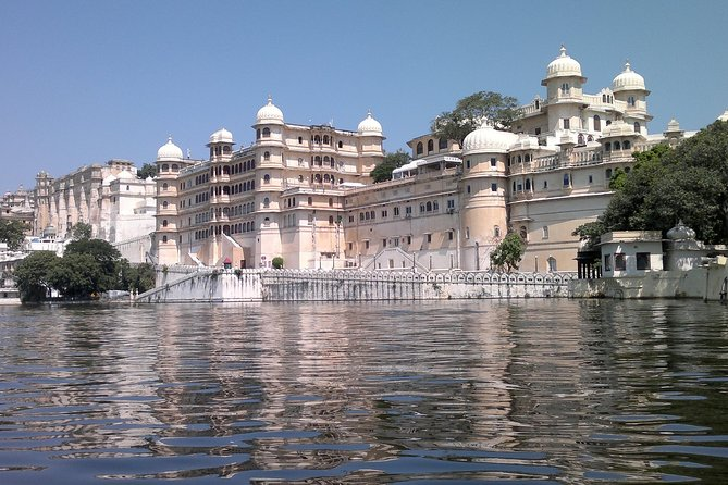 Ahmedabad to Udaipur private transfer