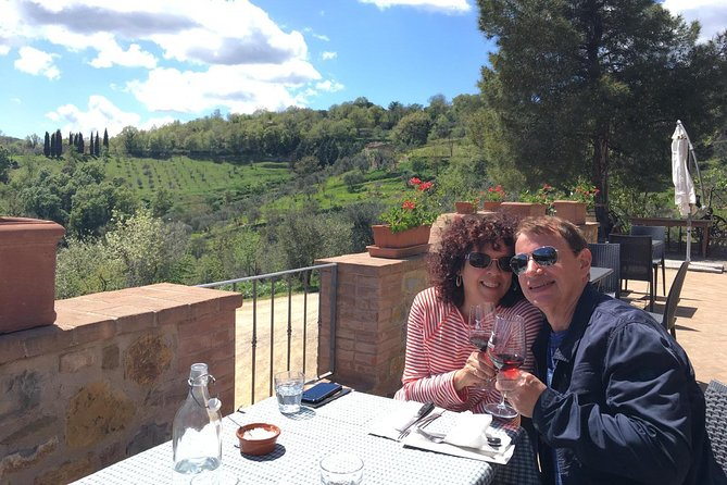 Rosso and Brunello di Montalcino Wine Tour Including Lunch and Visit to 2 Local Wineries