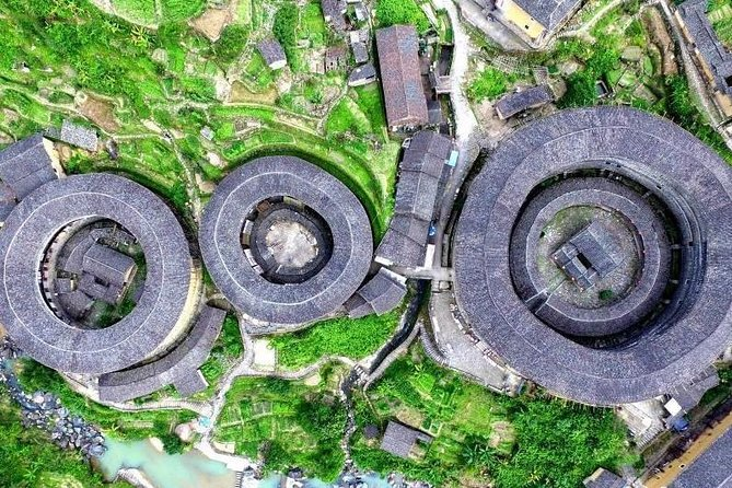 Tour Guide and Car: Private Day Tour to Tianluokeng Tulou and Hongkeng Tulou
