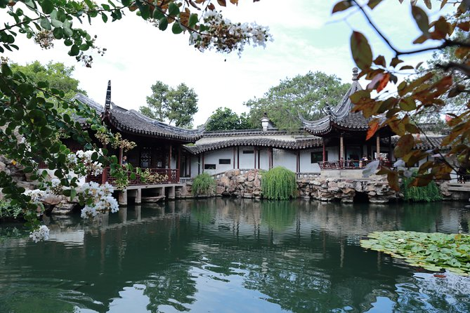 Private Tour to Suzhou Museum, Master-of-Nets Garden and Cruise in Tongli Town