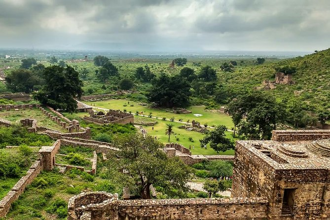 Bhangarh & Abhaneri Day Trip from Jaipur - Guide Included
