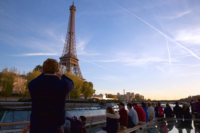 Paris in a Day: Montmartre, Eiffel Tower, Seine River Cruise & Optional Louvre