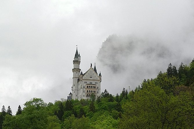 From Munich: Castle Hohenschwangau by train with small group
