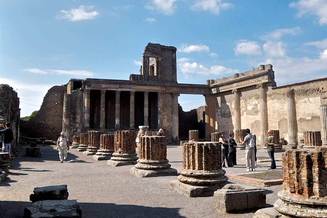 Transfer from Naples to Sorrento with stop at Pompeii or Vice Versa