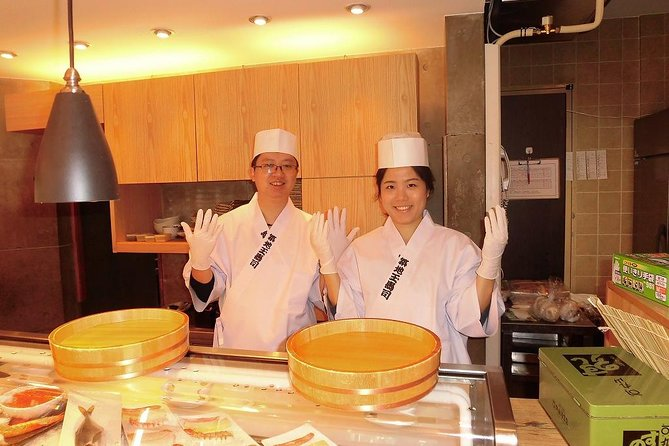 Tsukiji Outer Market and Sushi Making Private Tour