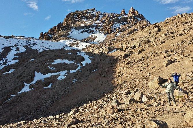 Climbing Mount Kenya naru moru
