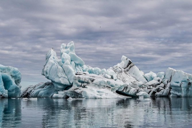 Experience Jokulsarlon Glacier lagoon with your luxury car and guide photo 6