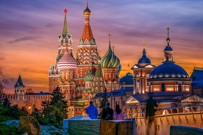 Fantastic Moscow Night Tour with top 15 attractions included!