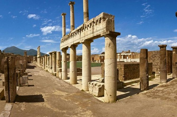 Three-hour guided tour of Pompeii with an Archaeologist