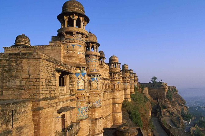 Explore Day Trip Of Historical Gwalior Fort, Temples & Museum.