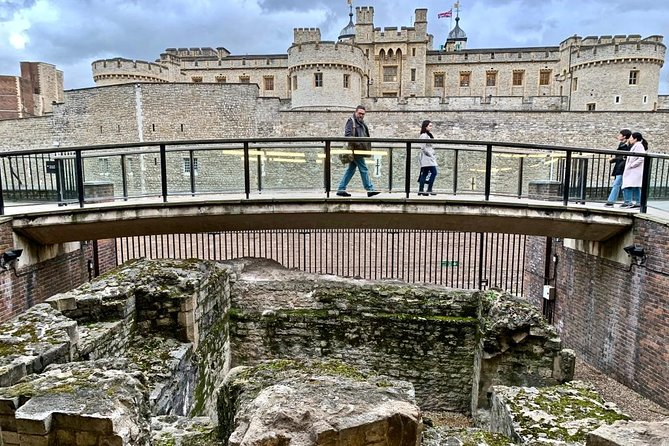 Londinium's Footprint: Explore London's Roman wall on this audio walking tour