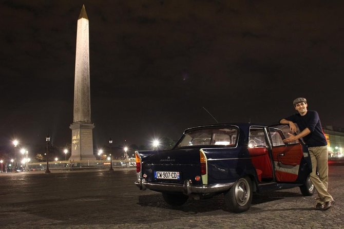 Visit Paris in a vintage car