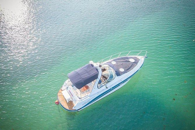 4-stündige private 37-minütige Yachttour mit Essen, offener Bar und Schnorcheln