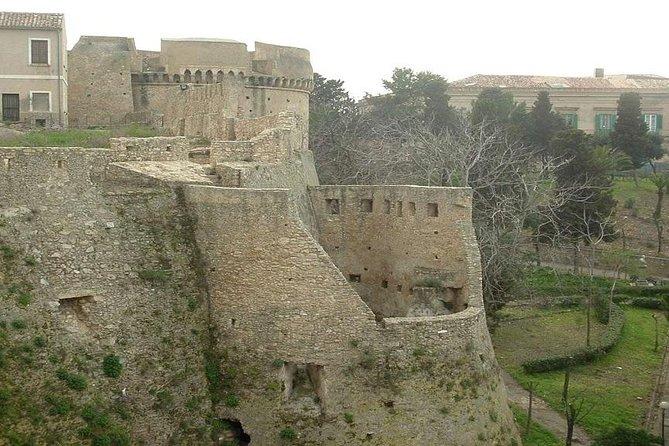 One-day tour visiting Crotone, Capo Colonna and Santa Severina