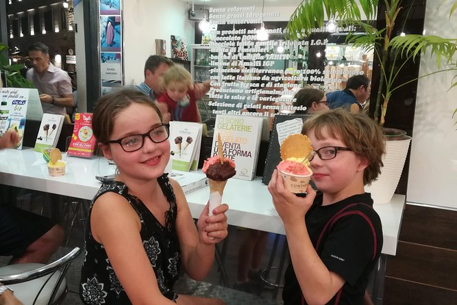Rome Night Tour for Kids & Families With Gelato Pizza & Must-See Sites Lit Up photo 3