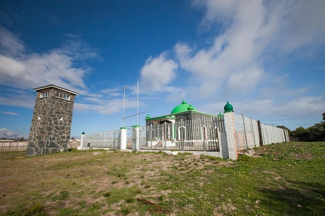 Robben Island tour Return transfers PLUS famous stops before or after tour photo 13