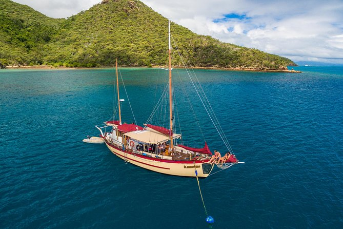 2-Day Whitsundays Sailing Adventure: Summertime