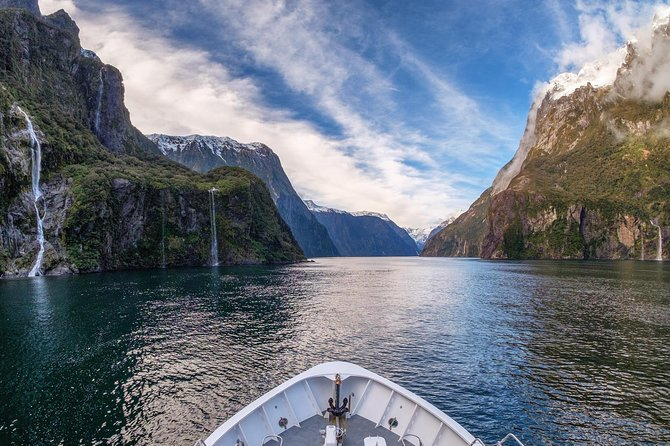 Milford Sound BBQ Experience Full Day Tour from Queenstown with Scenic Flight