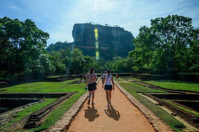 All-Inclusive Sigiriya Rock Fortress and Dambulla Cave Temples Private Day Trip