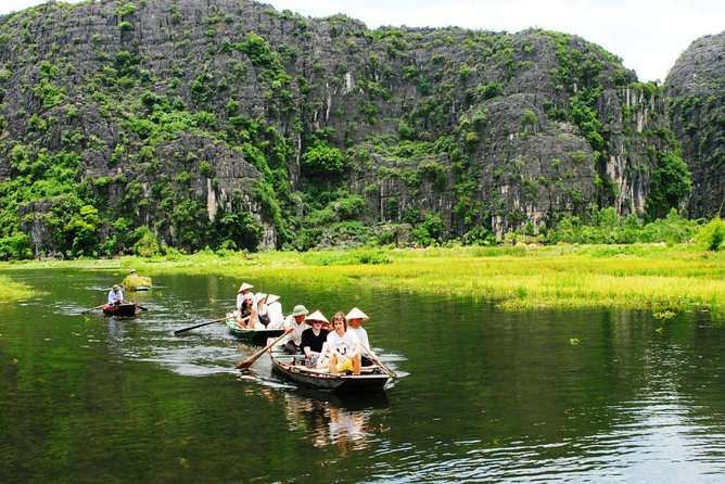 Private Minivan 16 seats to Ninh Binh - Hoa Lu - Tam Coc round trip 1 day