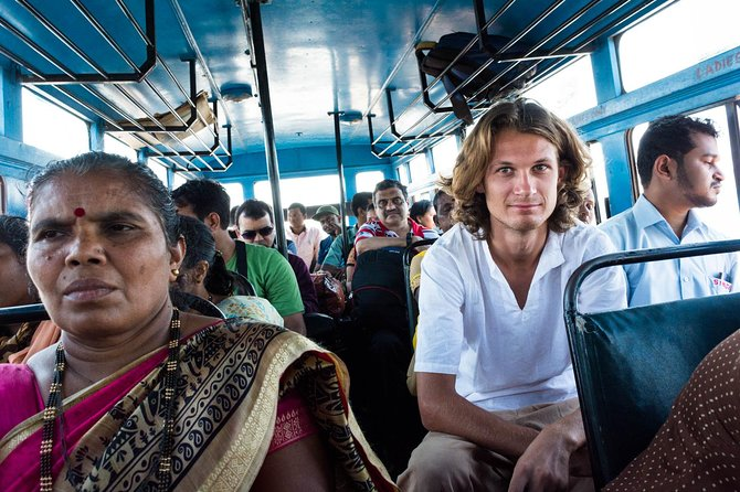 Mumbai Tour in Public Transport Including Lunch photo 3