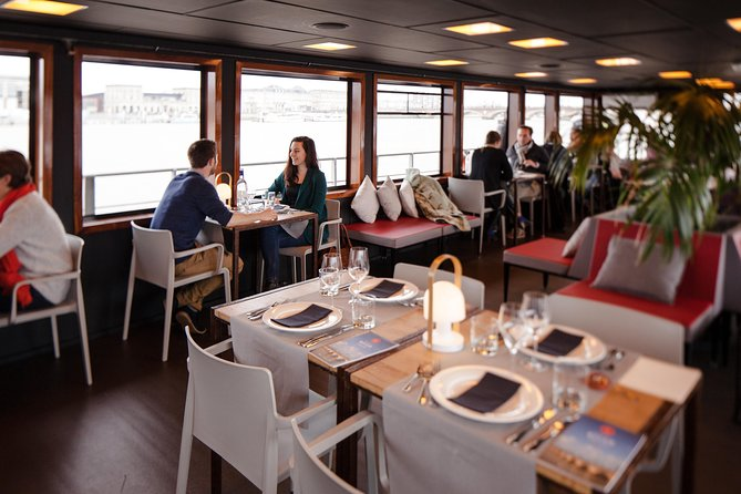 Bordeaux Garonne River Lunch Cruise with Welcome Aperitif
