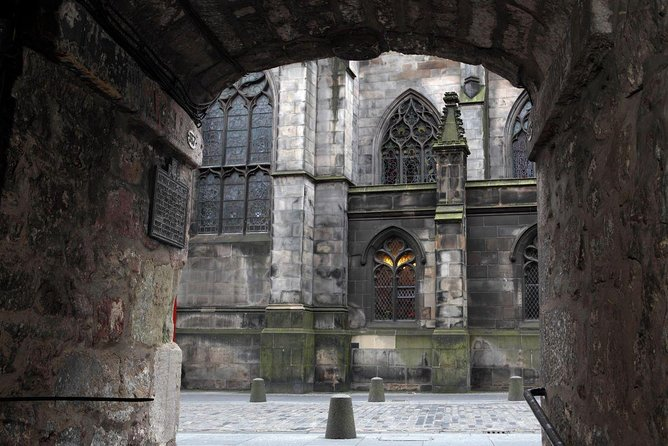 Historical Walking Tour with Optional Skip the Line Entry to Edinburgh Castle photo 10