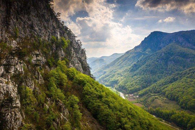 Tasnei Gorge Hiking