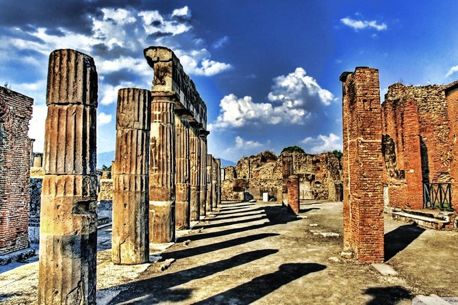 Transfer from Naples to Rome with stop at Pompeii or Vice Versa