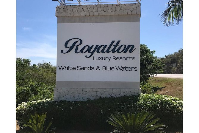 Private Airport Transfer: Royalton White Sands & Blue Waters
