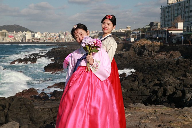 [JEJU] Hanbok Private guide tour & photo session in beautiful Yongduam rock