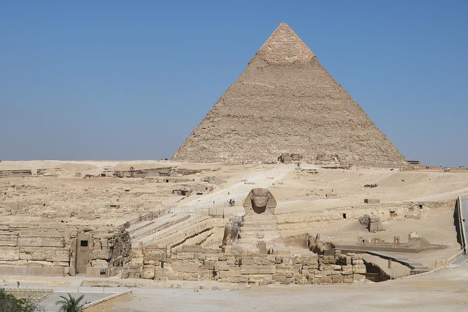 Cairo: Giza Pyramids and The Egyptian Museum