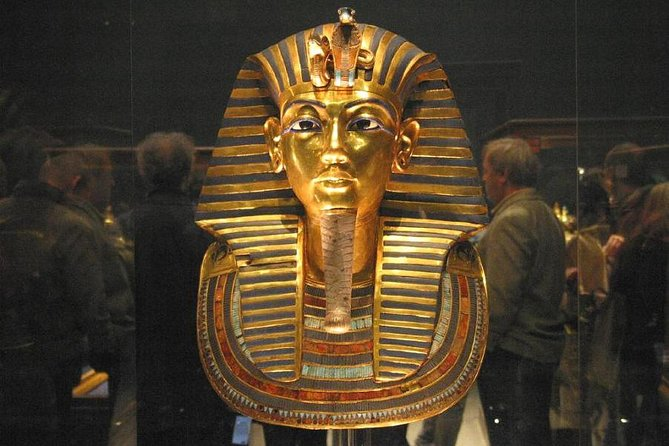 Private tour to Cairo sightseeing (Giza Pyramids & Egyptian Museum)
