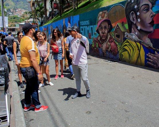 graffiti tour, cable car, commune 13.