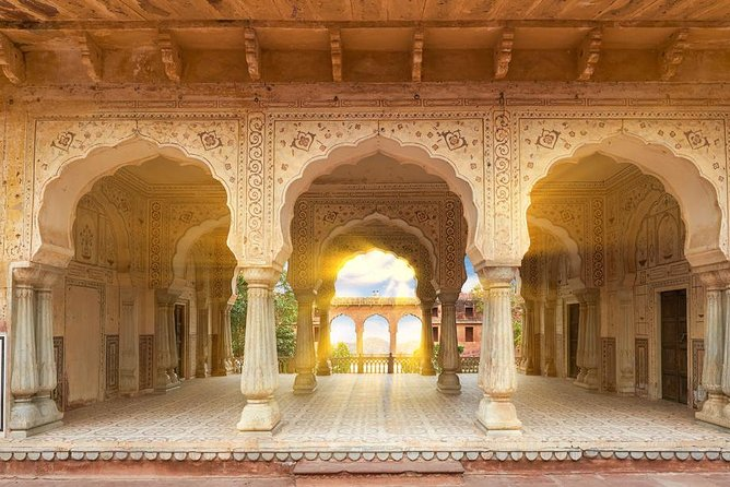 Jaipur Amer Fort, Jal Mahal & Stepwell Private Half-Day Tour