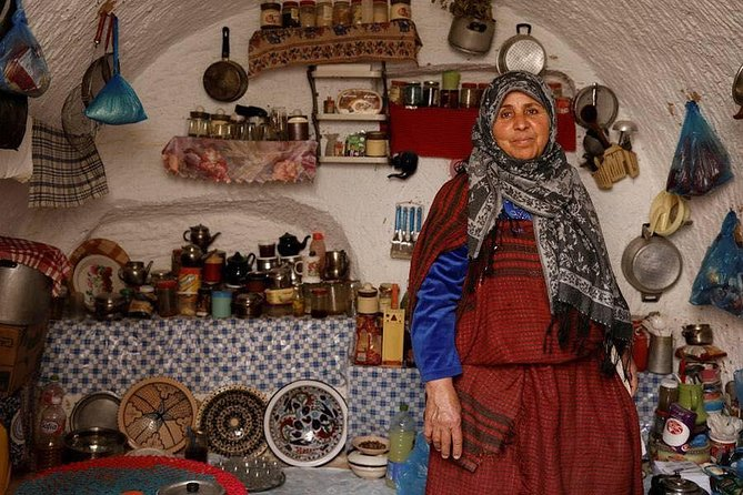 Road Trip to discover troglodyte architecture and Berber culture