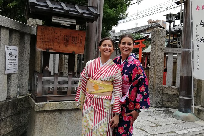 Get you dressed in Kimono and taste sake and go to the photo spot. photo 10