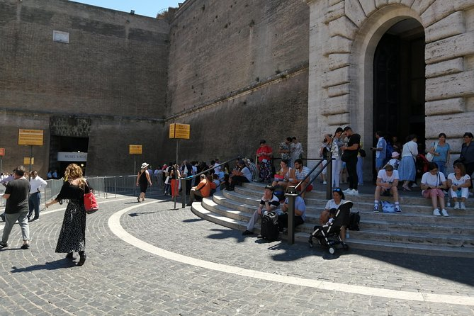 Guided tours in Spanish with skip-the-line ticket to the Vatican City.